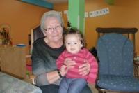 Lexie et son arrière-grand-maman-Groupe de Jeux Bouctouche2014.jpg